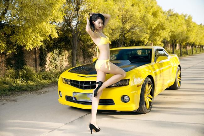 bikini-with-camaro-3