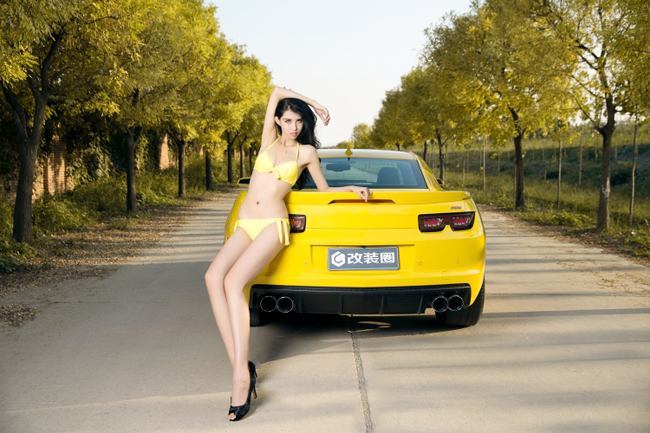 bikini-with-camaro-4